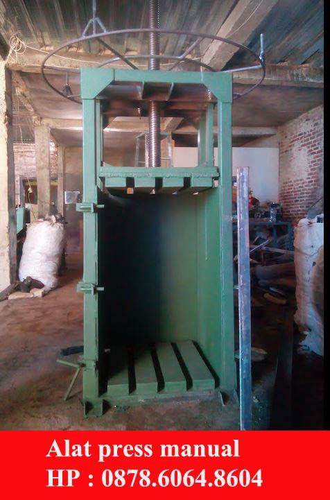 Mesin press limbah plastik dan kertas manual