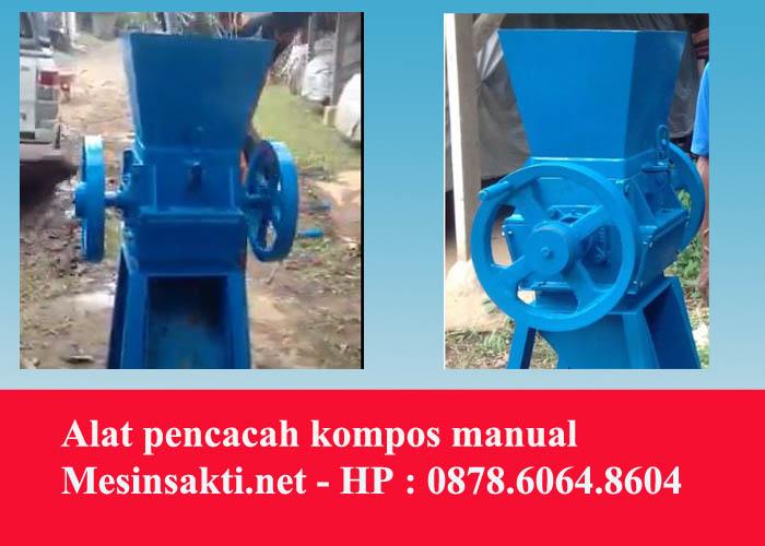 Menyediakan alat / mesin pencacah kompos manual