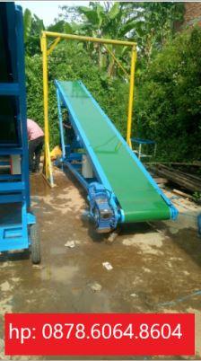 Conveyor untuk muatan truk
