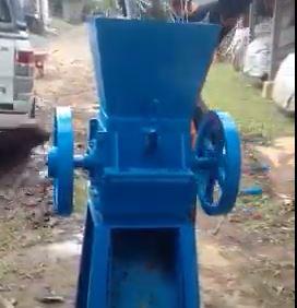 Mesin pencacah kompos manual